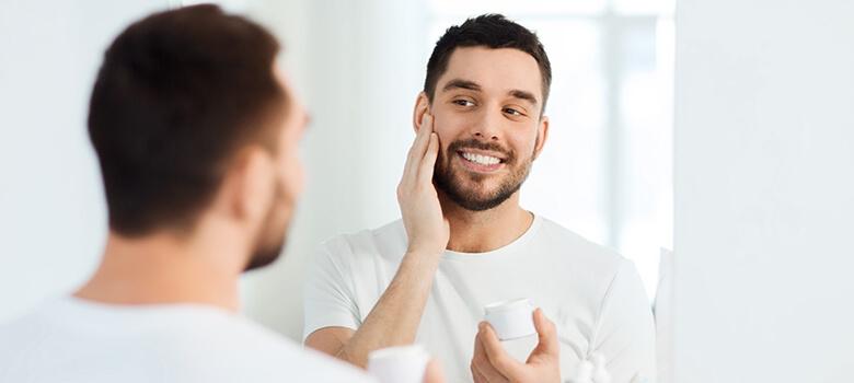 Gesichtsbehandlung beim Mann
