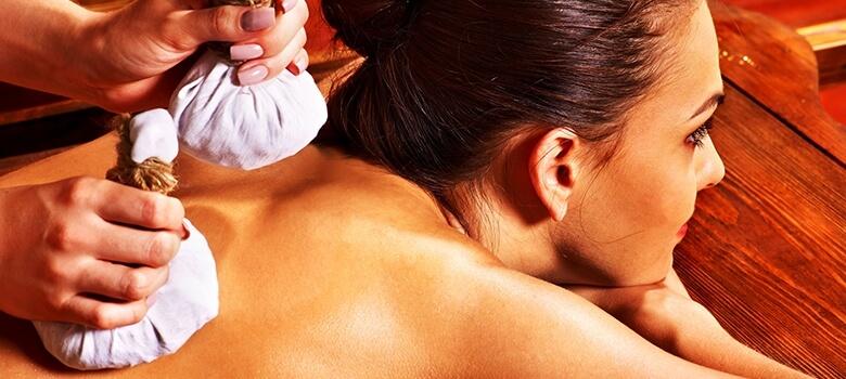 Ayurveda Massage mit Reisbeutel